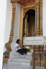 180A6116 (joepar64) Tags: woman thailand bangkok praying grand palace thai