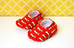 Baby booties with wiener dogs in red - size 0-6 months (Jennifer Ladd handmade) Tags: red dog baby brown cute japanese sewing adorable craft dachshund fabric cotton kawaii etsy wienerdog slippers booties babybooties cribshoes jenniferladd