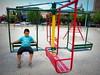 Leonel (Mari Tutu) Tags: plaza alegria niño pensar calesita leonel diversion carroussel hamacas