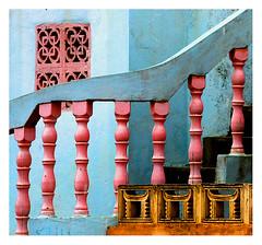 la rampe (Marie Hacene) Tags: grandbassam escalier rampe afrique couleurs rose bleu maison côte divoire