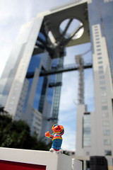 Umeda Sky Building (Carlos ZGZ) Tags: 2d carloszgz ccby ernie funny honshu japn japan kansai kinki original osaka outdoor skyscrapper stock travelingernie umedaskybuilding cmstoolsphotoring freeculturalworks openlicense creativecommons freepictures humor humour amusant drole comique marrant divertido gracioso chistoso comico amusing barriosesamo sesamestreet japon asia