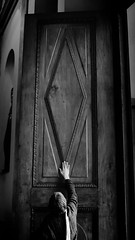 Sacred gate (Hernan Piera) Tags: foto fotografia photo photography imagen image pic fotografo hernanpiera photograph photographer puerta porton madera granpuerta sagrada catedral mano creyente fe feligres cristianismo buenosaires catedraldebuenosaires blancoynegro wooden gate door greatgate holy faith cathedral parishioner hand believer christianity buenosairescathedral blackandwhite