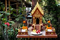 123. Laos. Dans les rues de Luang Prabang. Petit autel  Bouddha (beatrice.boutetdemvl) Tags: laos luang prabang autel bouddha bouddhisme buddha buddhism