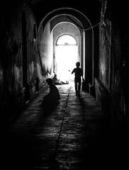 patrickrancoule-280 (Patrick RANCOULE) Tags: bnars inde varanasi couloir enfant homme lumire mendiants noiretblanc