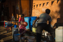 Washing dishes.  Mysore (Claire Pismont) Tags: asia asie inde india karnataka mysore mysuru pismont clairepismont colorful couleur color colour documentory travel travelphotography streetshot street streetphotography water washing washingdishes