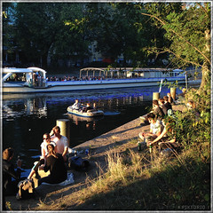 sunny summer eve (PIKTORIO) Tags: berlin germany summer sunshine evening sunset canal kreuzberg crowded eople chilling tourists boat paddlers bordwalk piktorio street iphone telegraphics