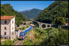 13-08-16 Trenitalia ATR 220.017 'Swing', Borgo a Mozzano (Julian de Bondt) Tags: trenitalia atr220 ponte delle diavolo della maddalena borgo mozzano