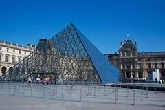 Paris (Bob Bain1) Tags: museum paris pyramid louvre thelouvre travel iconic canoneos canon550 europe glas