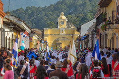 23. Antigua, El Dia de l'Independencia, Guatemala.jpg (gaillard.galopere) Tags: iptcnewscodes 06000000 06007000 06008000 16000000 16008000 2016 5d 5dmkiii apn america amérique antigua architecture canon ciudad concepts continentsetpays ef environnement eos gt gtm gaillard gaillardgalopere gaillardgalopère galopere galopère guatemala guerresetconflits iptcsubjects mkiii manifestations nature population travel ville voyages ameriquecentrale année canonphotography demonstration environmentalissue liberty longlense unrestconflictsandwar