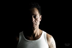 Shooting with Andreas in low key (alexander.dischoe) Tags: lowkey mann kerl typ man tätowierung tattoo top studio studioaufnahme nikon nikond7100 nikon18200mm nikkor18200mm nikkor indoor indoorshooting portrait gesicht face arc