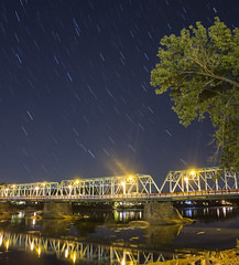 365-315 ( estatik ) Tags: 365315 365 315 september242016 sept sat saturday 92416 lambertville nj newjersey hunterdoncounty station delaware river bridge free crossing longexposure lights dark startrails st street reflection traffic shore newhope pa pennsylvania