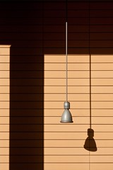 hang out (jotka*26) Tags: jotka26 berlin germany minimal minimalismo minimalistisch minimaliste lamp spot shadows architecture architektur archdaily architectura architektuur rumhngen raushngen abhngen wall fascade lightshadow 26