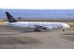 JA712A Boeing B772 HND 02Dec2012 (Citation Ten) Tags: ja712a b772 ana staralliance hnd