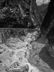 出入 (lgf55555(基福)) Tags: 岩石 高山