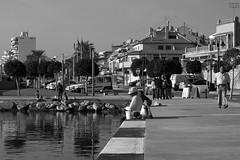 una mañana tranquila (pepe amestoy) Tags: blackandwhite streetphotography people elcampello spain fujifilm xe1 carl zeiss t planar 250 zm leica m mount