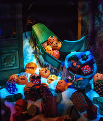A Pumpkin For a Present (Matt Valeriote) Tags: disneyland disney californiaadventure hauntedmansion hauntedmansionholiday pumpkin darkride halloween christmas nightmarebeforechristmas