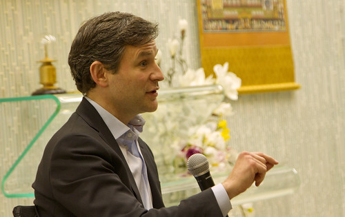 Dan Harris of ABC News, author of 10% Happier, speaking at The Shinnyo Center