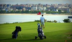 Golfeando (raulmahon) Tags: green birdie golf hole deporte santander par cantabria hierba caddie hoyo ralgonzlez raulmahon campodefolf