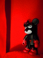 Rouge sang. (AGUILA81) Tags: red black blood kozik qee redrum toy2r