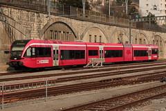 SBB Nahverkehrszug - Regionalzug GTW RABe 526 262 mit Taufname Weissenstein ( Gelenk - Triebwagen der Firma Stadler Rail => Ex Rm und BLS Ltschbergbahn ) am Bahnhof Neuenburg - Neuchtel im Kanton Neuenburg der Schweiz (chrchr_75) Tags: chriguhurnibluemailch christoph hurni schweiz suisse switzerland svizzera suissa swiss chrchr chrchr75 chrigu chriguhurni 1503 mrz 2015 eisenbahn schweizer bahnen bahn train treno zug albumbahnenderschweiz albumbahnenderschweiz201516 albumzzz201503mrz albumblsltschbergbahn bls ltschbergbahn juna zoug trainen tog tren  lokomotive  locomotora lok lokomotiv locomotief locomotiva locomotive railway rautatie chemin de fer ferrovia  spoorweg  centralstation ferroviaria