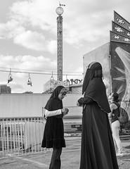 DSC02891_ep_gs (Eric.Parker) Tags: cne canadiannationalexhibition toronto 2014 fairground fair midway rides bw girl mother daughter muslim burka niqab hijab fairgrounds funfair