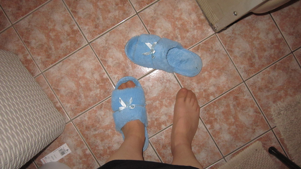 Superb Redhead slippers size 11