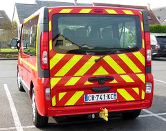 """RENAULT Trafic II dCi 115 VTP """"SDIS Somme"""" (xavnco2) Tags: red france bus rouge fire view rear transport renault vehicle firemen van bomberos minibus brigade picardie trafic personnel arrire somme vigilidelfuoco vhicule sapeurspompiers longueau vtp sdis80"""
