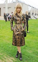 Suki Waterhouse Burberry (betrenchcoated) Tags: burberry girl beautifulgirl trenchcoat trench buttoned raincoat sexy