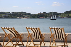 A98A5832 (HDH.Lucas) Tags: portugal lisbon ship sea chairs lucas seascape  cannon