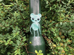 Not easy being green (svennevenn) Tags: crocheting hekling ami gatekunst streetart bergen