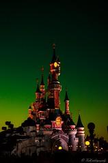 Disneyland Paris night (danivalle76) Tags: nikond3200 night disneyland castillo 35mm colores luces nocturnas fotografanocturna parquestematicos pars