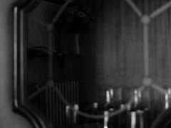 recuerdo.en.descomposicin (17) (Antonio Prez .) Tags: bw casa home brillo sheen brillance ornamentation reflejo reflection blancoynegro monocromo monocromtico monochrome monochromatic luzinterior interior light interiorlight mono black white blackandwhite fujifilm x20