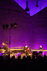 Wesseltoft | Schwarz | Berglund  Trialogue (marc_eden) Tags: bochum nordrheinwestfalen deutschland de konzert concert trialogue buggewesseltoft bugge wesseltoft henrikschwarz henrik schwarz danberglund dan berglund christuskirche christuskirchebochum jazz electronic electronica keys bass computer laptop music church color colour instruments