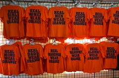 Real People Wear Orange (Joe Shlabotnik) Tags: grandpas statefair troopers september2016 cops women dads girls airmen tshirts syracuse newyorkstatefair orange 2016 moms grandmas alumni men afsdxvrzoomnikkor18105mmf3556ged
