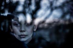 Automne Bleu (PaxaMik) Tags: automne autumn window fentre reflet reflection bleu blue visage face regard portrait automnebleu blueautumn
