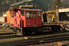 SBB Bahndienst - Baudienst Traktor Tm 232 030 - 7 ( Umbau aus SBB Tm 2/2 III 9504 - Hersteller RACO - Inbetriebnahme 1980 ) am Bahnhof Erstfeld an der Gotthard Nordrampe der Gotthardbahn im Kanton Uri in der Schweiz (chrchr_75) Tags: chriguhurnibluemailch christoph hurni schweiz suisse switzerland svizzera suissa swiss chrchr chrchr75 chrigu chriguhurni 1501 januar 2015 hurni150119 albumbahnenderschweiz albumbahnenderschweiz201516 schweizer bahnen eisenbahn bahn train treno zug albumzzz201501januar januar2015 juna zoug trainen tog tren поезд lokomotive паровоз locomotora lok lokomotiv locomotief locomotiva locomotive railway rautatie chemin de fer ferrovia 鉄道 spoorweg железнодорожный centralstation ferroviaria albumbahnsbbtm2320xxbzwsbbtmiii traktor unterhalt bahndienst baudienst baudiensttraktor albumbahnsbbtmiiibzwtm232 tm bahndiensttraktor bau