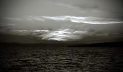 _NIK1173 (nikdanna) Tags: sunset sea blackandwhite clouds twilight tramonto nuvole mare waves pentax bianconero onde crepuscolo interno7 nikdanna