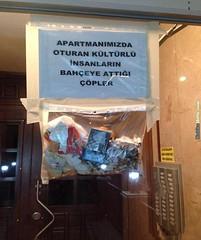 Duyarlı Apartman Yöneticisinin İsyanı (KahkaHane) Tags: çöp yönetici çöpler apartmanyöneticileri apartmanyöneticisi duyarlıapartmanyöneticisi