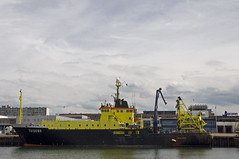 Ship in the harbour (Mary Berkhout) Tags: maryberkhout boat ship boot schip water haven harbour scheveningen zuidholland yellow geel