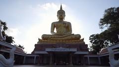 Ubon Ratchathani, Thailand (jcbkk1956) Tags: statue thailand temple buddha samsung buddhism figure contrejour ubonratchathani contrejoure worldtrekker viaggenelmondo