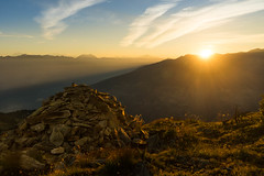 Sonnenaufgang bei Thyon (ebsge) Tags: sion wallis sonnenaufgang morgen steine thyon schweiz berge