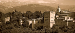 L'Alhambra et la Sierra Nevada, Granada, Andalucia, Espana (claude lina) Tags: claudelina espana spain espagne andalucia andalousie granada grenade ville town architecture alhambra albayzin sierranevada