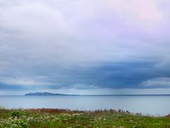 Pluie  l'horizon (M. Carpentier) Tags: mer ocan sea ocean sky ciel nuage cloud nuages clouds rain pluie calme weather temprature ilesdelamadeleine wondersofnature