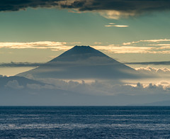 Fuji view from Arasaki (shinichiro*) Tags:    jp 20160821ds38301 2016 crazyshin nikond4s afsnikkor70200mmf28ged arasaki yokosuka kanagawa japan fuji summer august evening lateafternoon