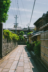 The Streets In Higashiyama (Pikaglace) Tags: sony a7 higashiyama kyoto japan japon asie asia travel photography streets rue street murs pierre rock wall trees vintage feel mood ambiance ancienne japanese architecture