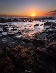 - Au bord de mer - (F.L Photography) Tags: pourpre sunset sun sigma sigma1020mm sky sunset974 iledelareunion reunionisland reunion lareunion 974 photographe974 photographeamateur photoamateur couchsoleil flphotography
