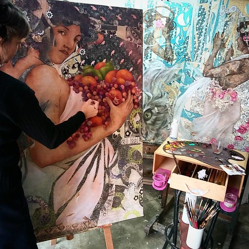 @nataliataureart home studio! #art #artwork #figure #oilpainting #collage #inspiration #fullcolor #mucha #klimt #spraypaint #fruit #mixedmedium #loveart  www.academiataure.com