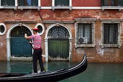 Gondolier (jaocana76) Tags: canoneos7d canon1635 jaocana76 venecia italia venice gondola gondolero canales