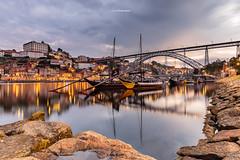 [Explore 06/10/2016 n37] A new day in Porto (Tekila63) Tags: porto douro rabelos river boat twilight cityscape ribeira longexposure dawn