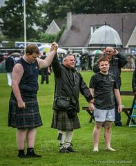 Backhold Wrestling (FotoFling Scotland) Tags: kilt wrestler 2007 highlandgames kilted scotlandbridgeofallan scottishwrestlingbond wrestlingbond